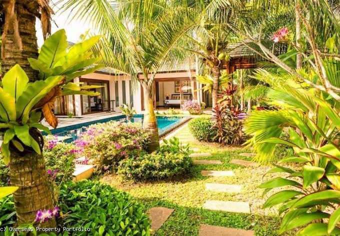 S1617: AMAZING KOH SAMUI VILLA FOR SALE & RENT 150 METERS FROM THE BEACH