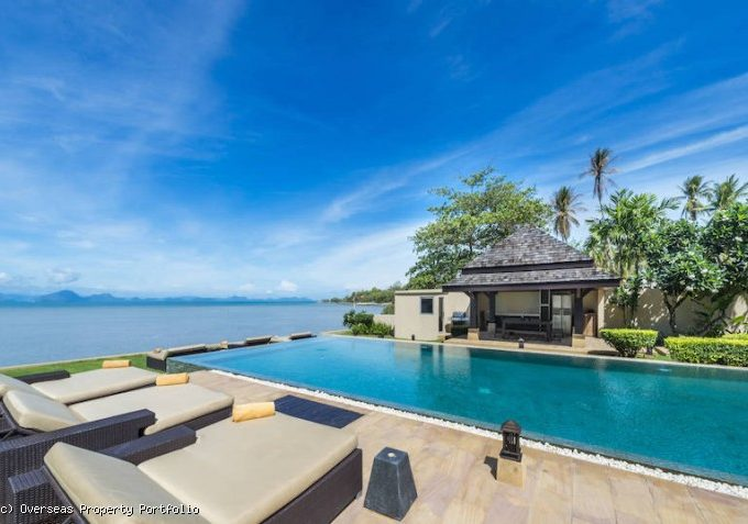 S1726: STUNNING KOH SAMUI BEACHFRONT VILLA FOR SALE